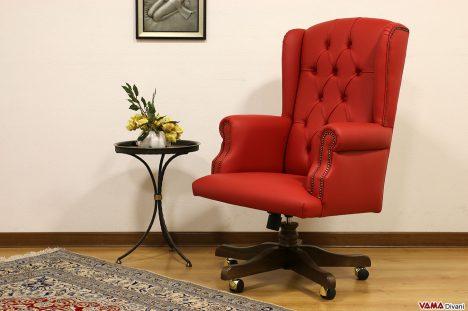 Poltrona classica da ufficio in pelle rossa con girevole in legno
