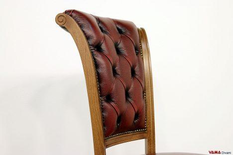 Sedia classica con schienale imbottito capitonnè