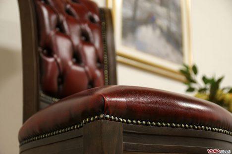 Seduta sedia capitonnè in pelle vintage bordeaux