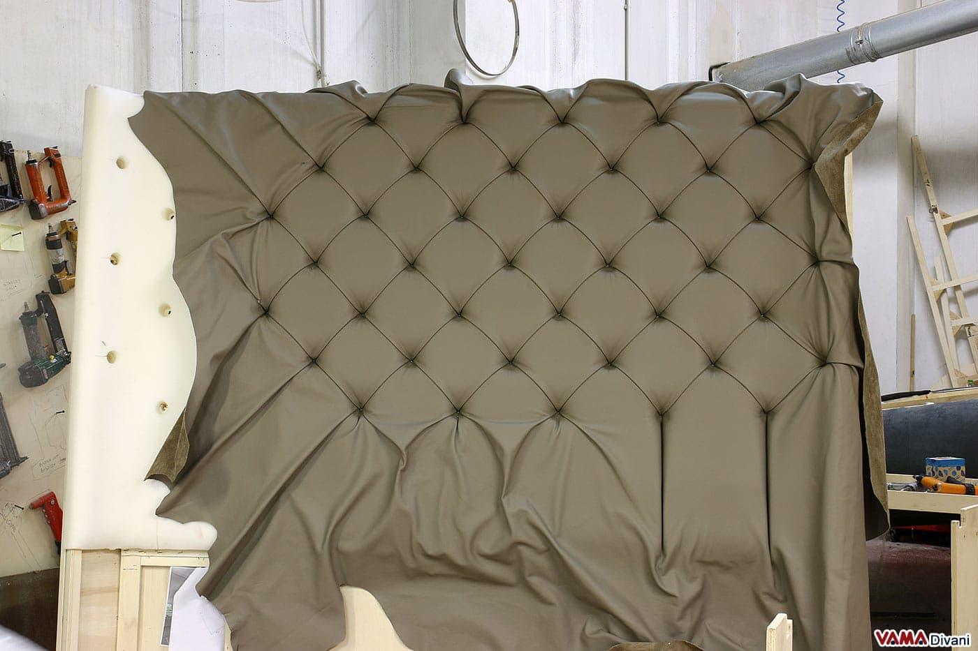 Letto con testiera di grandi dimensioni in pelle - Come fare una testata del letto imbottita ...