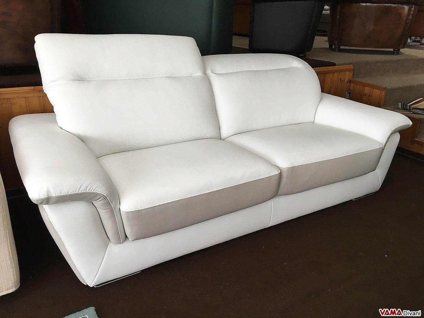 divano bianco in pelle in offerta con poggiatesta relax