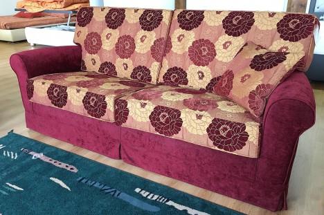 Divano classico 3 posti in occasione in tessuto a fiori rosso
