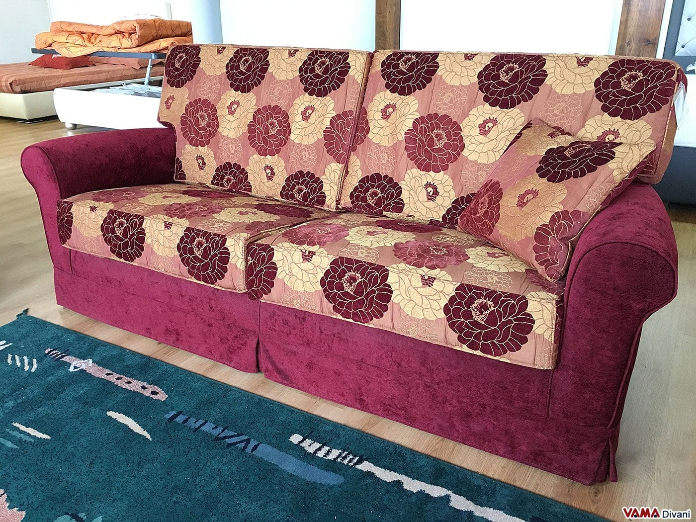 Divano Tessuto Floreale ~ Idee per il design della casa