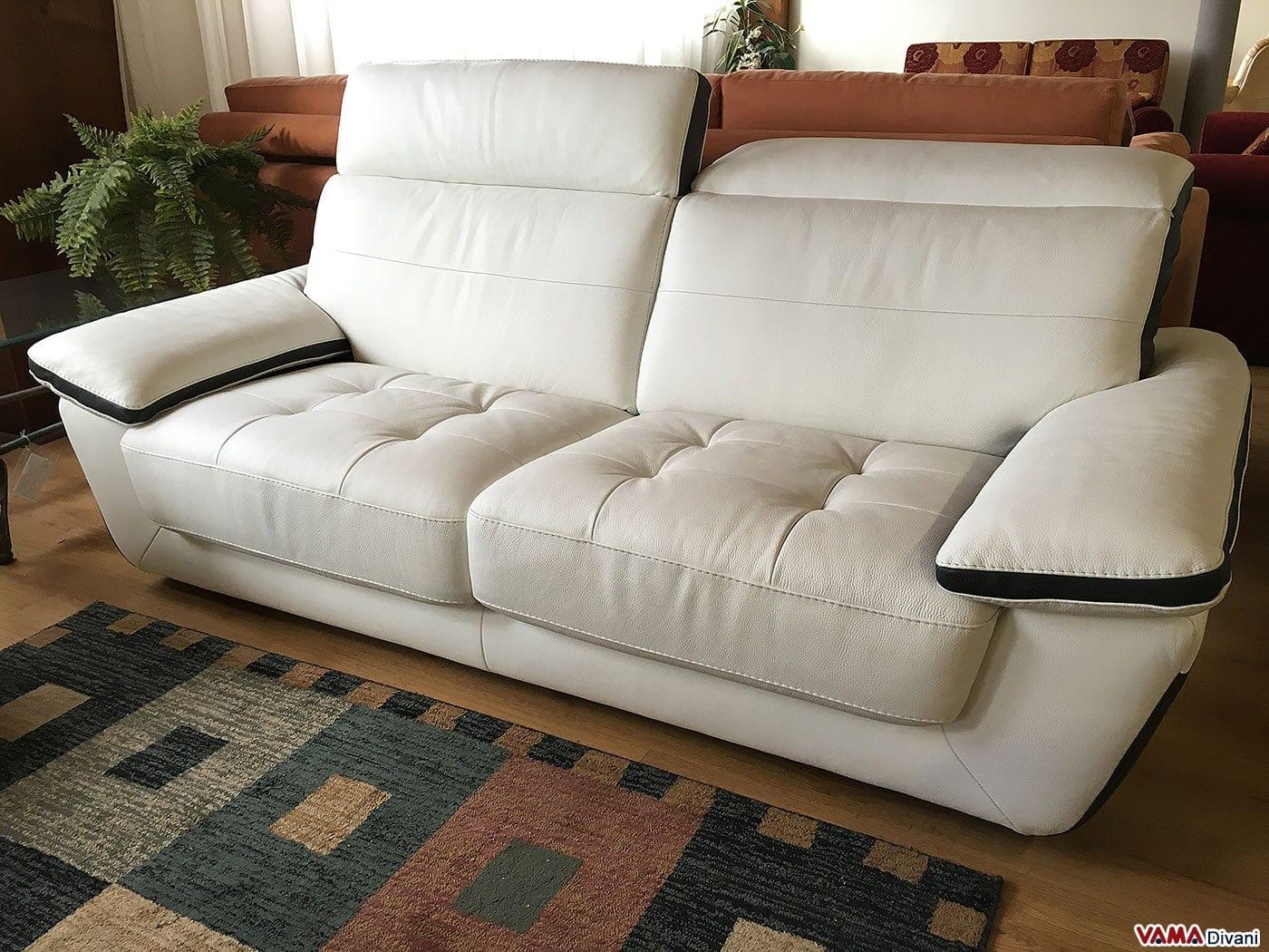 Divano moderno con seduta trapuntata 2 5 posti in occasione - Divano bianco pelle ...