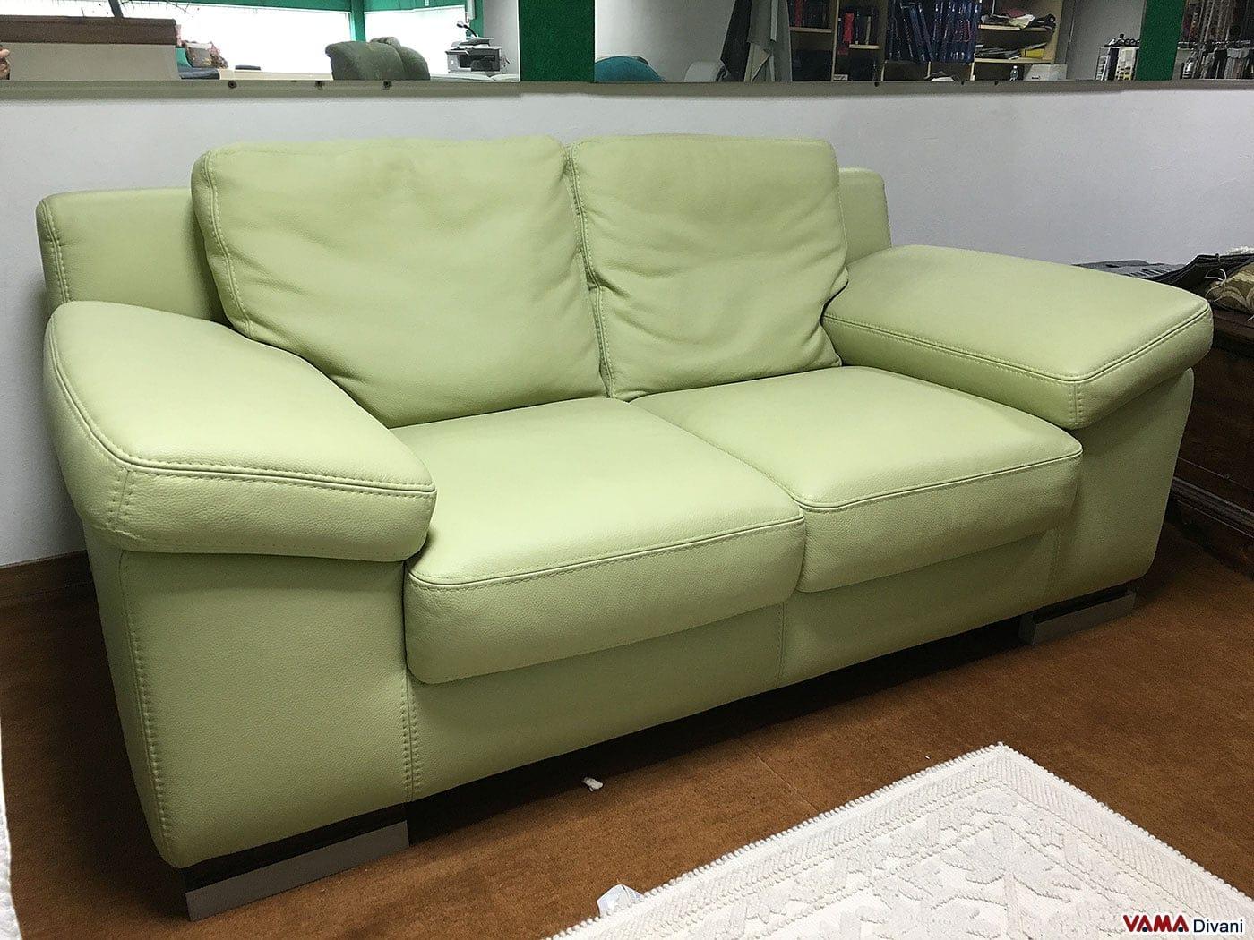Divano in offerta 2 posti moderno in vera pelle verde for Divani letti moderni