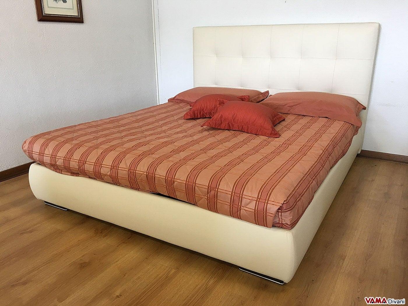 Divani letto in pelle offerte fabulous salotto divano - Divano color prugna ...
