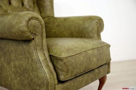 Poltrona classica comoda seduta in pelle
