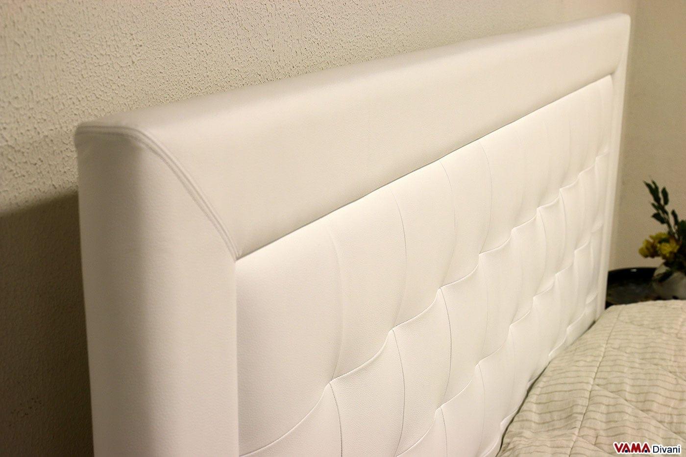 Letto moderno bianco in pelle con testiera a quadri for Copri testata letto ikea