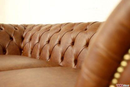 Lavorazione capitonnè schienale divano