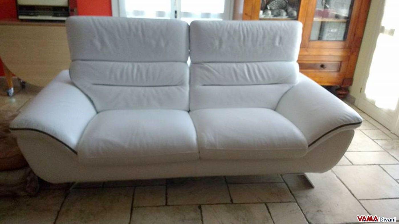 Divano moderno bianco in pelle con piedini in acciaio - Divano pelle 2 posti ...