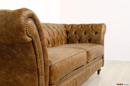 Bracciolo divano con borchie in ottone invecchiato