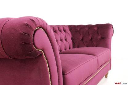 Bracciolo divano stile Chester in velluto con borchie