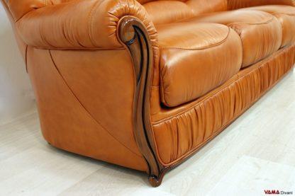 Bracciolo in legno del divano classico