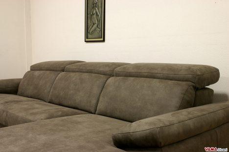 divano in pelle con isola moderno