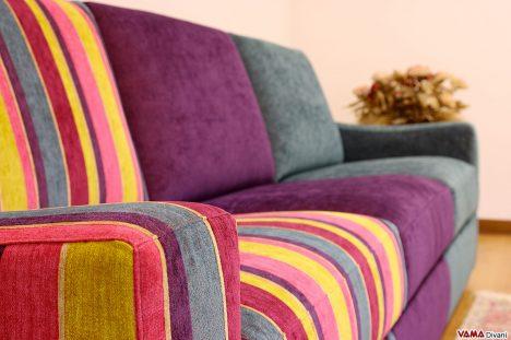 divano moderno colorato con vari tessuti differenti