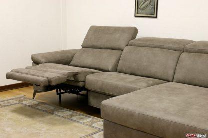 divano moderno comodo con poggiapiedi relax
