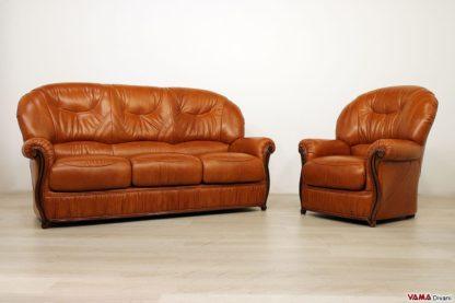 Salotto classico in pelle marrone e legno a vista