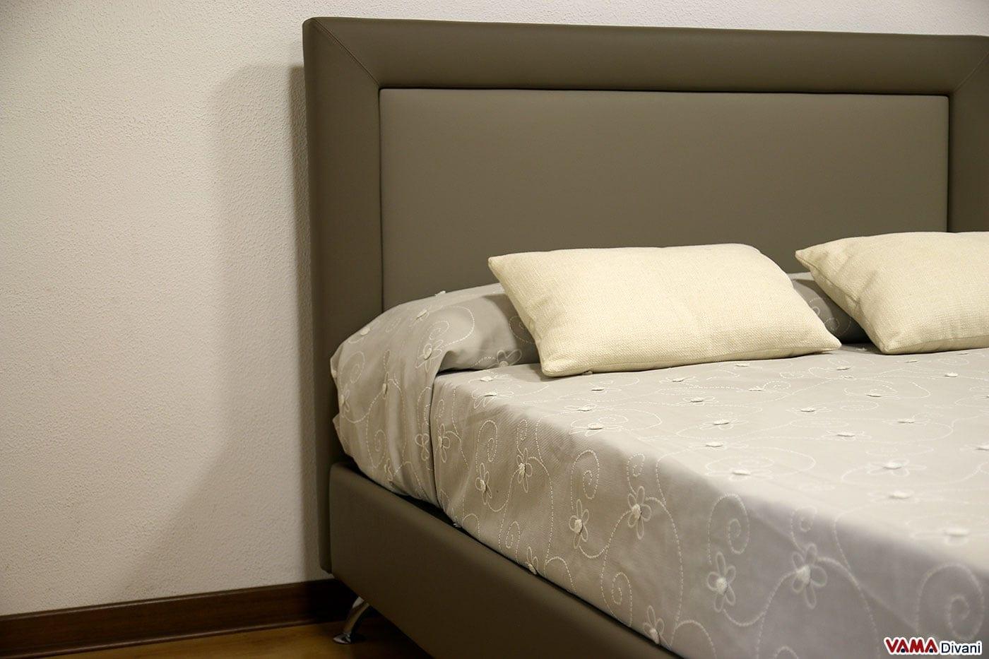 Letto matrimoniale moderno in pelle con piedini in acciaio - Dove comprare un letto matrimoniale ...