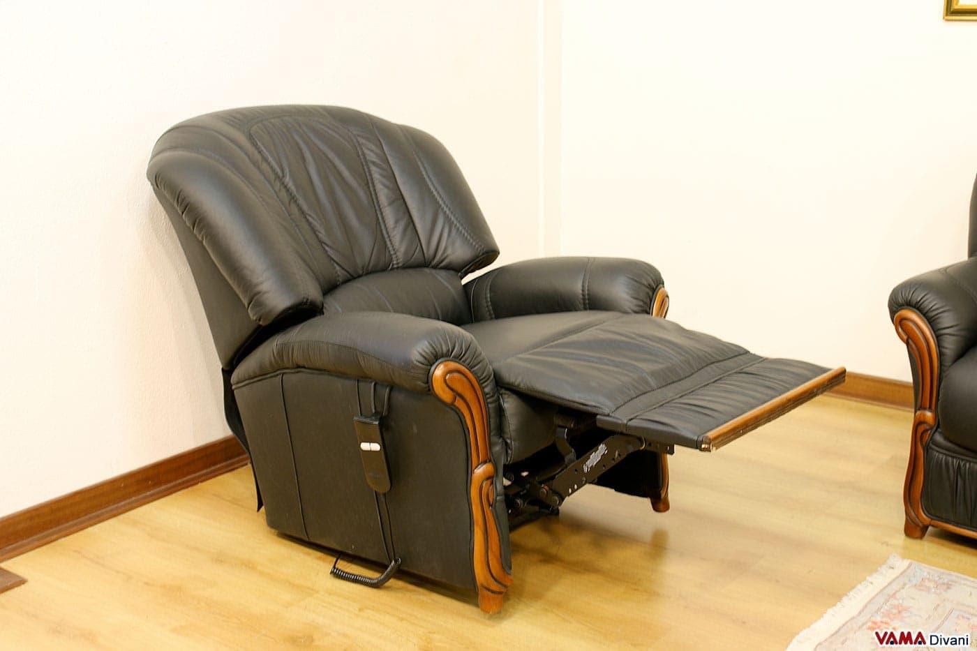 Divani 3 e 2 posti con poltrona relax elettrica in pelle for Poltrone relax in legno