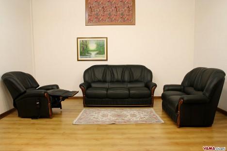 Salotto nero in pelle e legno con poltrona relax elettrica