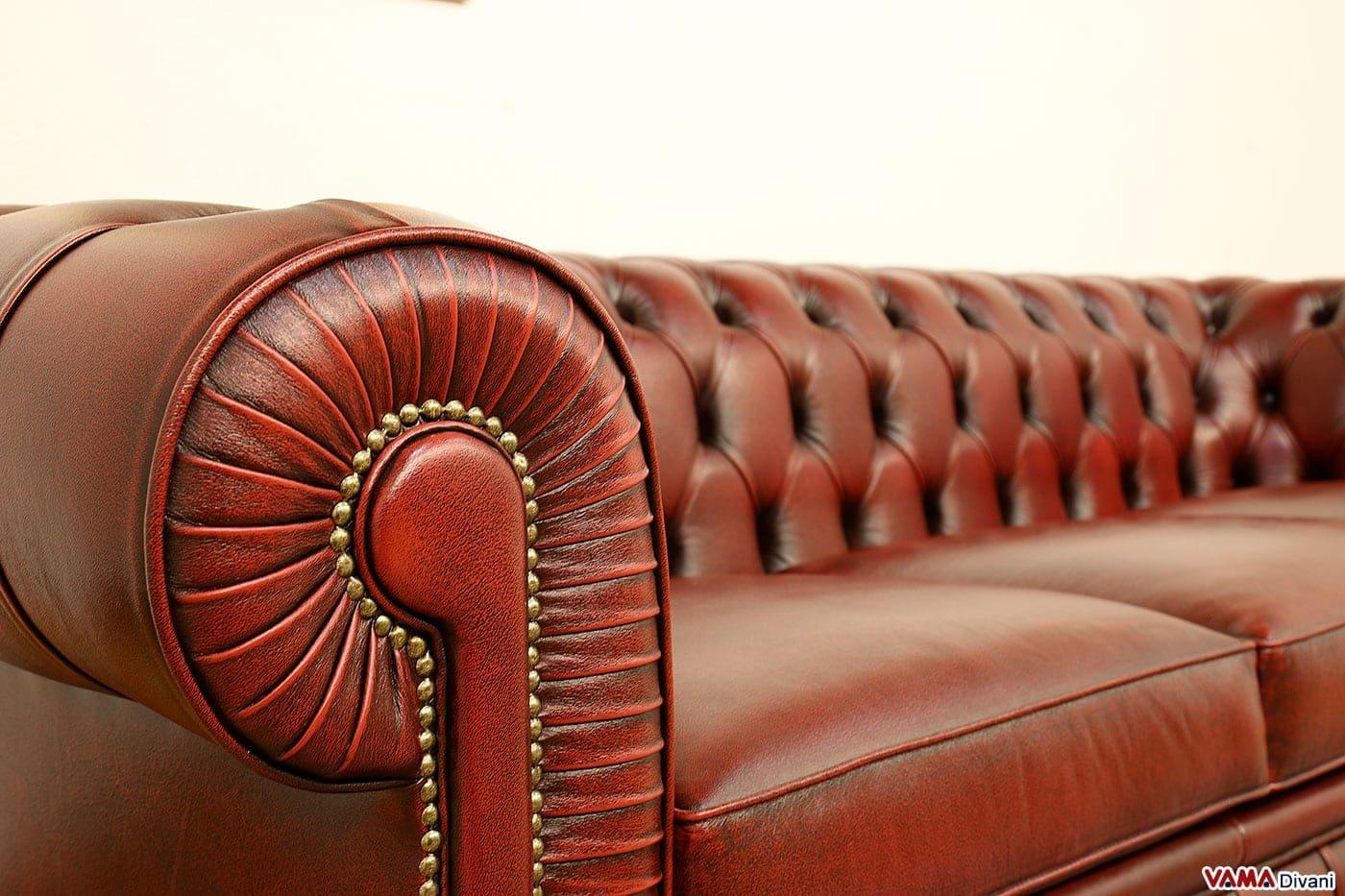Divano chesterfield 3 posti prezzo e dimensioni - Divano in pelle rosso ...