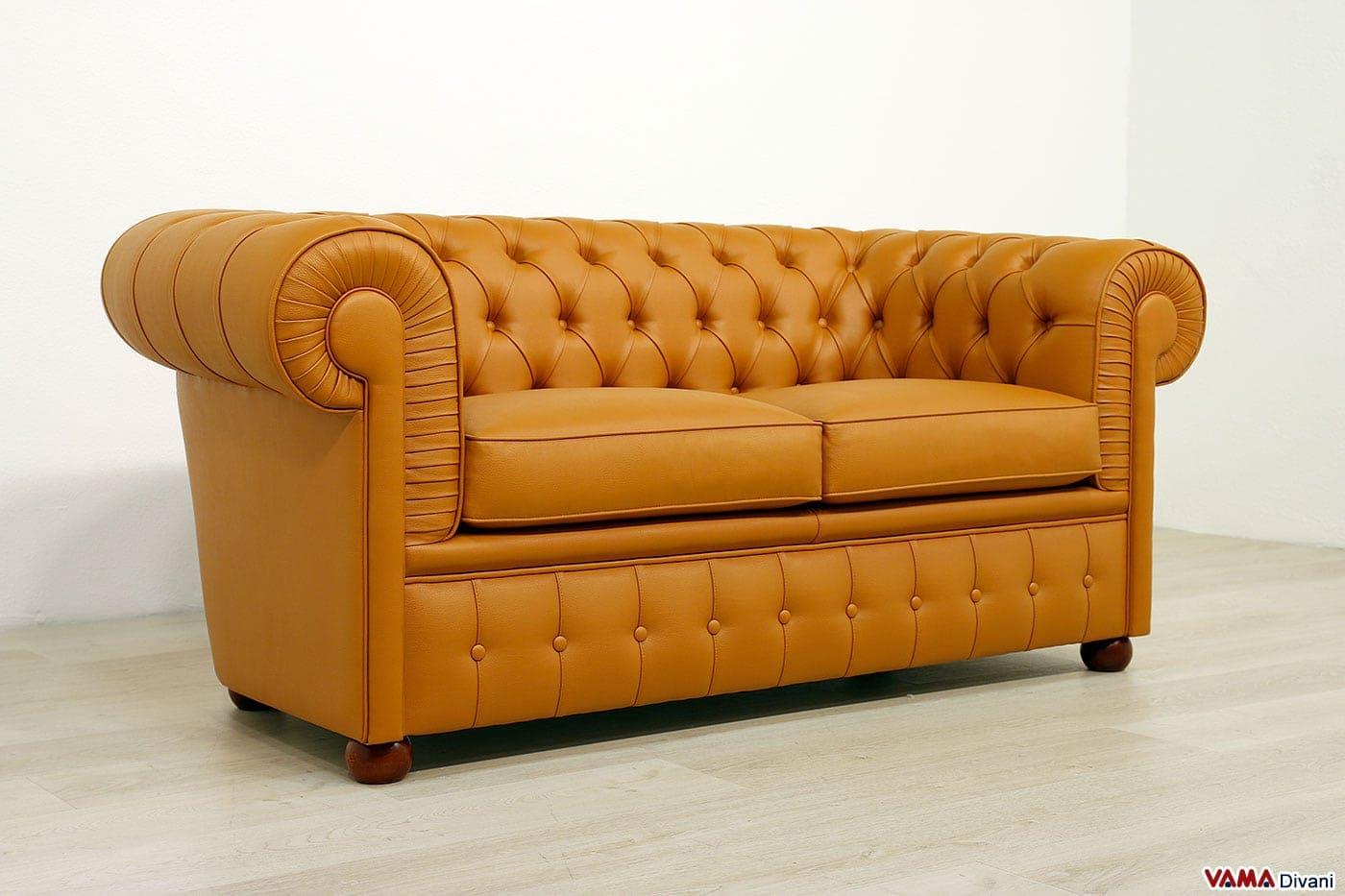 Divano chesterfield 2 posti prezzo rivestimenti e misure - Altezza seduta divano ...