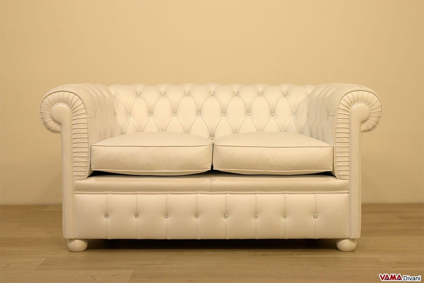 Divano chesterfield bianco idee per il design della casa - Divano bianco in pelle ...