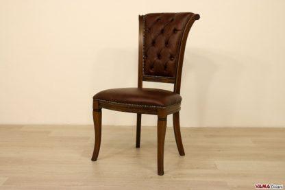 Sedia elegante in legno imbottita con schienale capitonnè