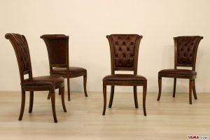 Sedie classiche in legno imbottite con schienale capitonnè