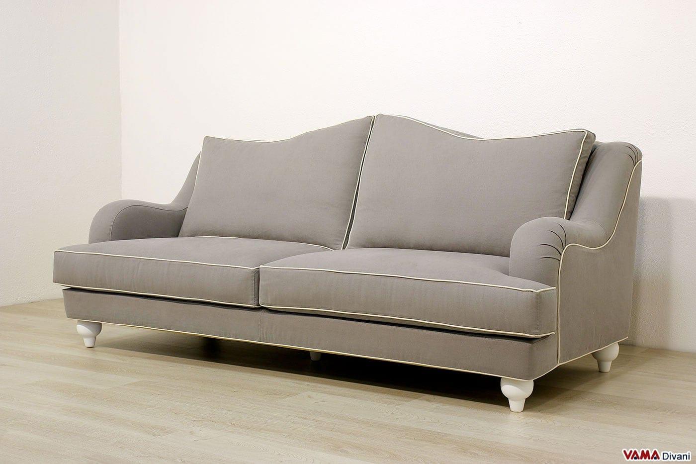 Divani classici in pelle e tessuto realizzabili su misura for Collezione divani e divani