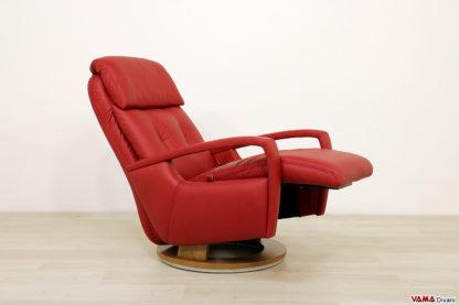 Poltrona con poggiapiedi reclinabile incorporato
