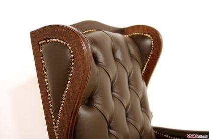 Poltrona dirigenziale classica in legno e pelle con chiodi