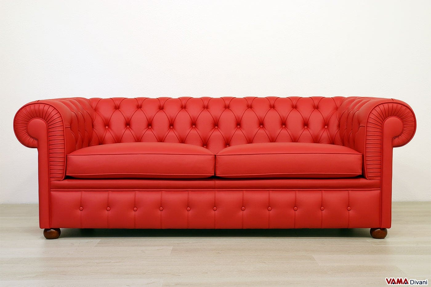 Divani in pelle e in tessuto classici moderni e su misura for Divani e divani prezzi