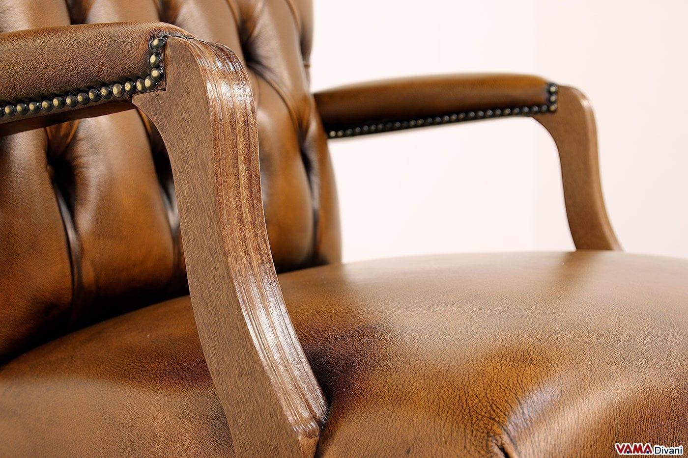 Braccioli in legno verniciato della poltrona da ufficio