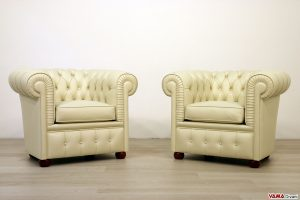 Piccole poltrone Chesterfield in vera pelle beige