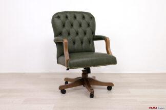 Piccola poltrona da ufficio classica in pelle verde e braccioli in legno