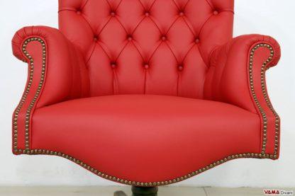 Poltrona classica in pelle rossa da ufficio