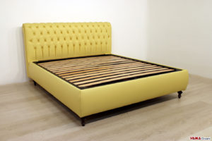 Letto Chesterfield matrimoniale giallo in pelle