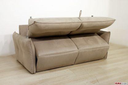 Movimento di apertura del divano letto