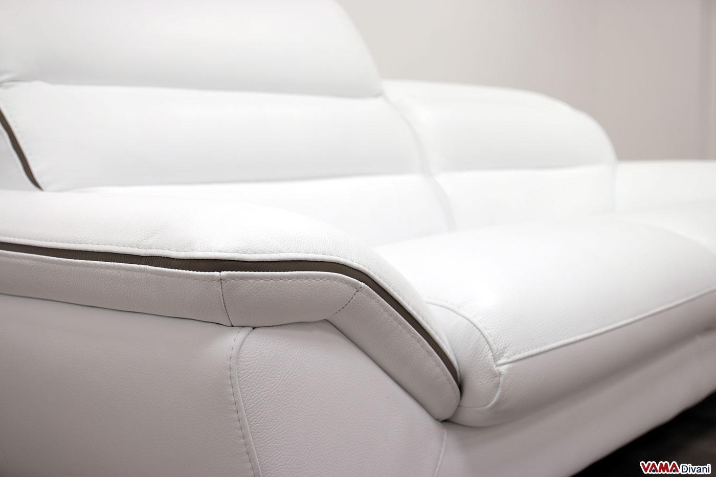 Bracciolo in pelle bianca del divano moderno