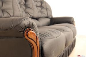 Bracciolo in pelle e legno del divano classico