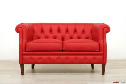 divano tipo chesterfield rosso