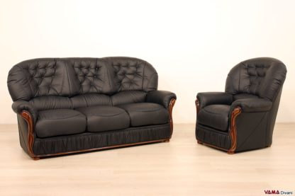 Salotto composto da divano e poltrona in pelle e legno