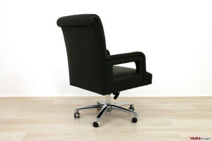 Dietro sedia ufficio con girevole in acciaio