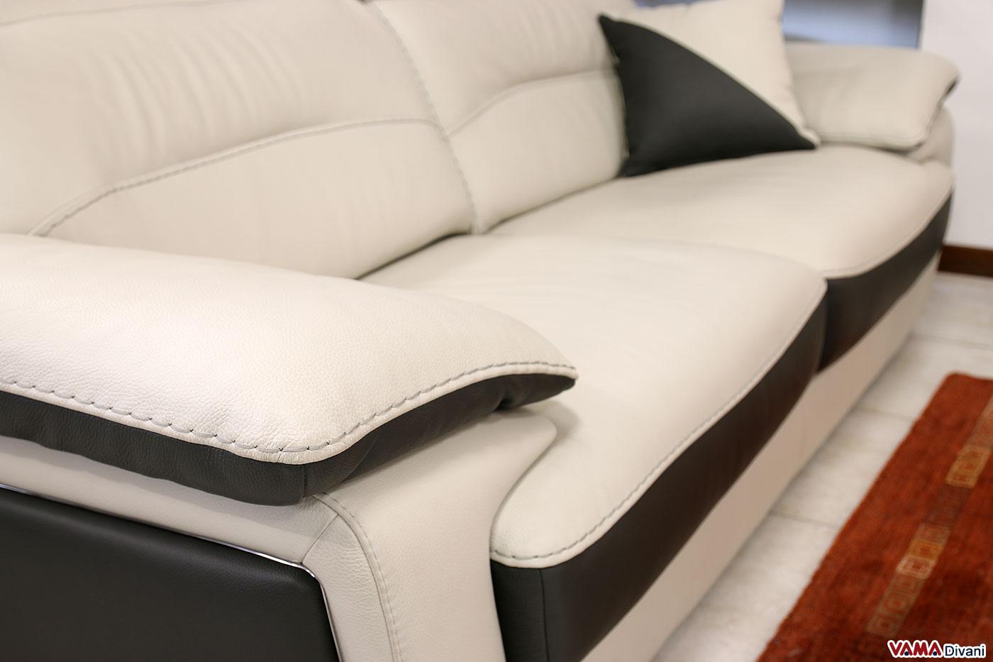 Bracciolo divano bicolore in pelle con cucitura filo grosso