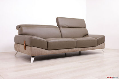 Divano moderno tre posti in pelle con seduta trapuntata e piedino in acciaio satinato