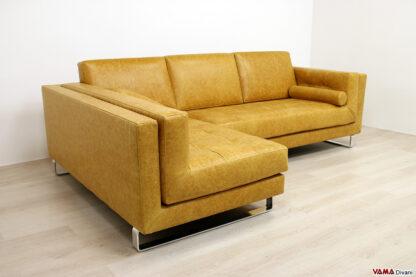 Particolare divano moderno con penisola