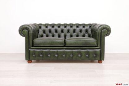 Divano Chesterfield 2 posti verde inglese vintage