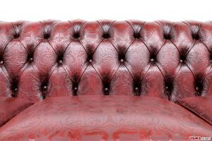 Lavorazione capitonné con pelle stampa damasco rossa vintage