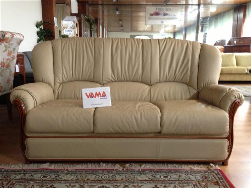 Divani in offerta occasioni di divani letto in pronta consegna - Divano classico in pelle ...